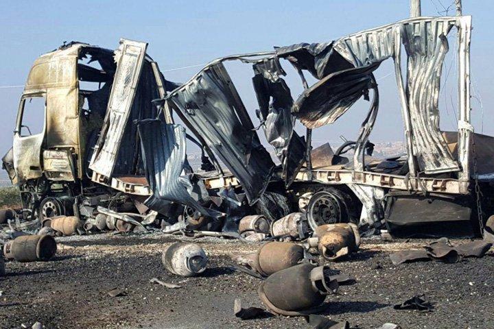 @BroadcastImagem: Comboio que transportava ajuda humanitária foi atacado no vilarejo de al- Ziara, na Síria. Sana/AP