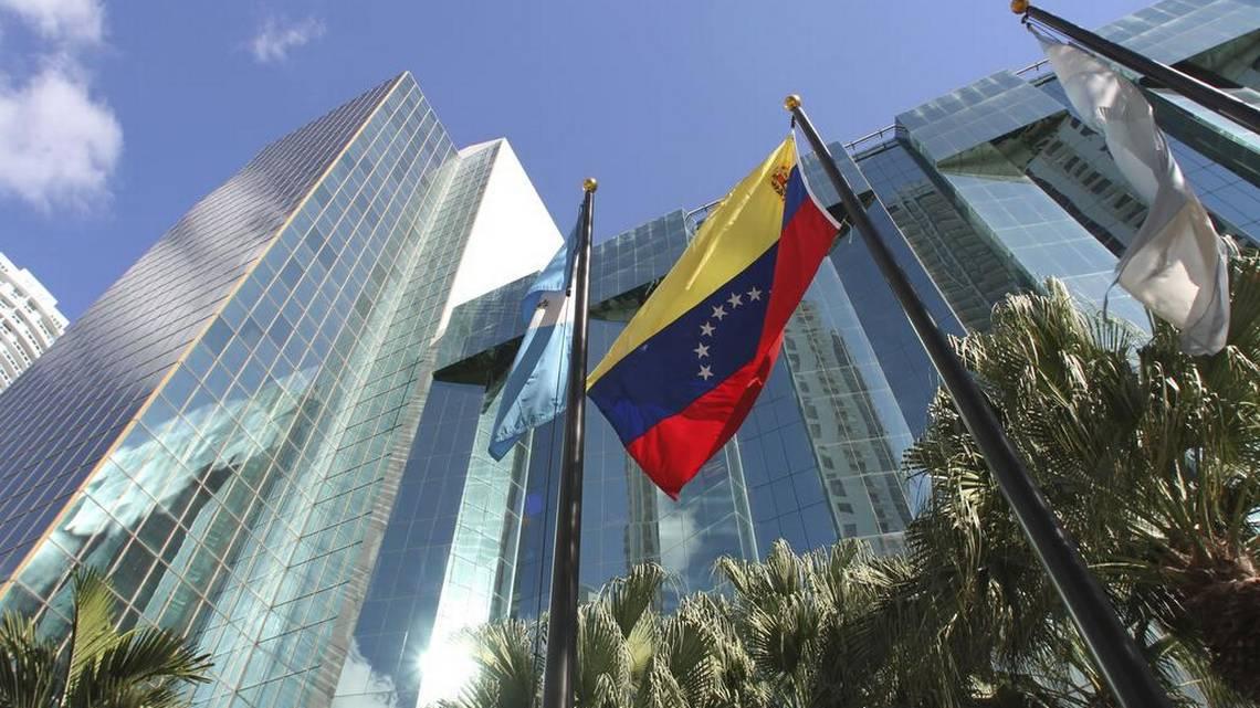 Consulado de Venezuela en Miami habría sido desalojado por falta de pago https://t.co/U3NkM0r9aD https://t.co/fQ6B0ruZBa
