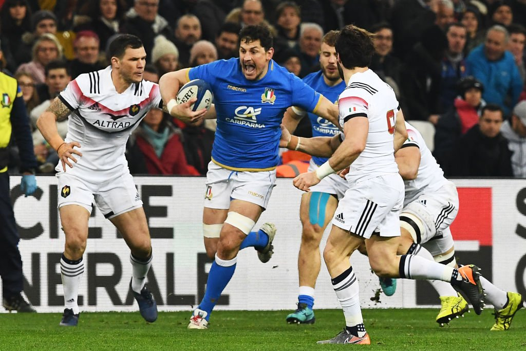 test Twitter Media - HT: France 11-7 Italy A frantic first half, but it's France who come away with a narrow lead. Watch on @BBCOne 👉 https://t.co/15VAVTJNI9 #SixNations #bbcsixnations #FRAvITA https://t.co/UkdgaTX6w6
