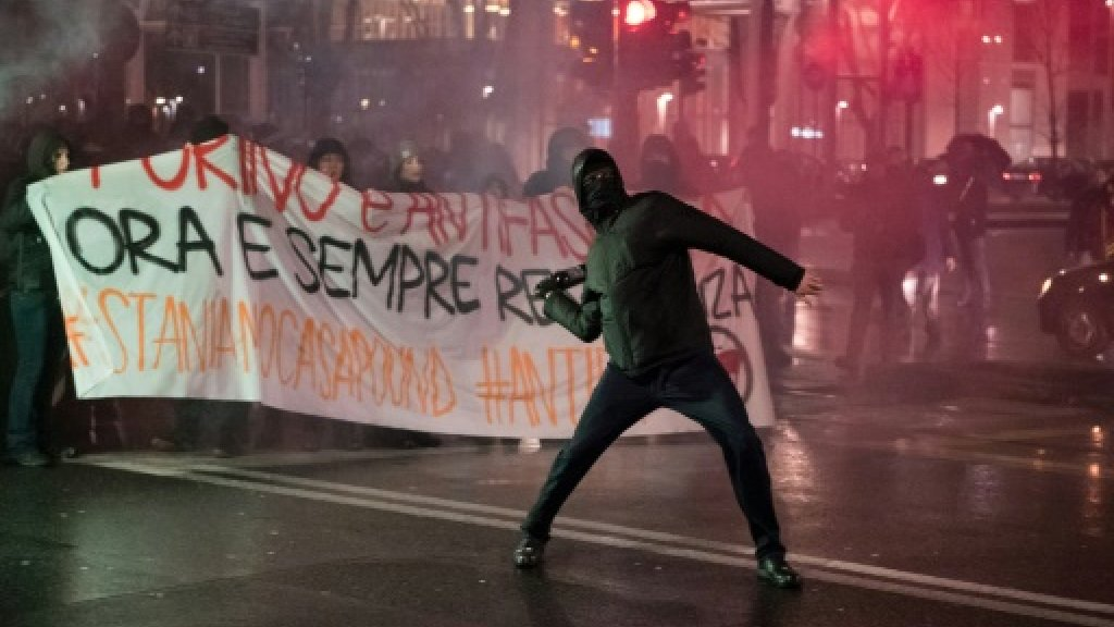 Anti-fascist protesters clash with police in Turin