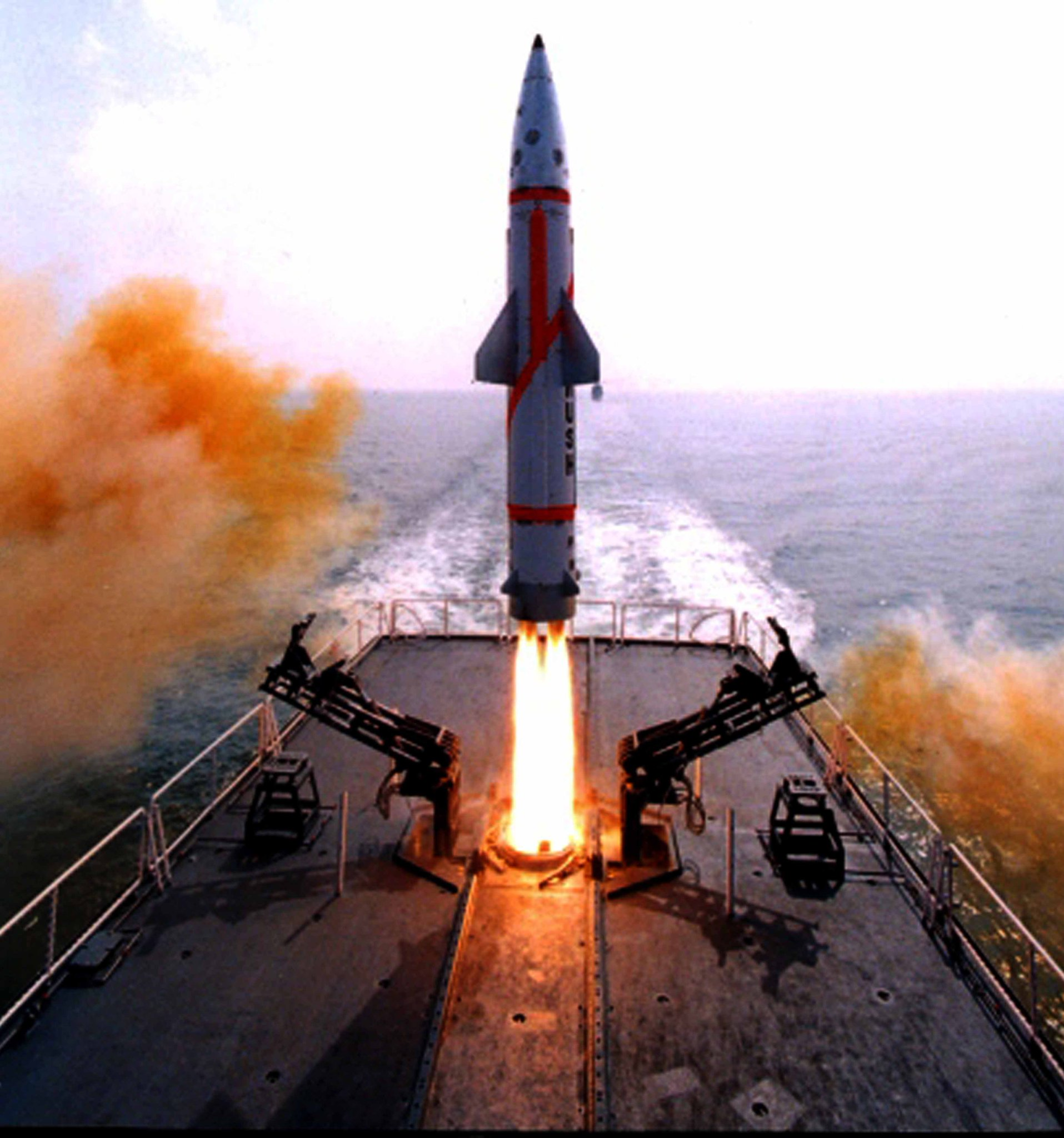 #India test fires nuclear-capable ballistic missile #Dhanush from naval warship https://t.co/SE09BK7UH4 https://t.co/Q922H17TNu