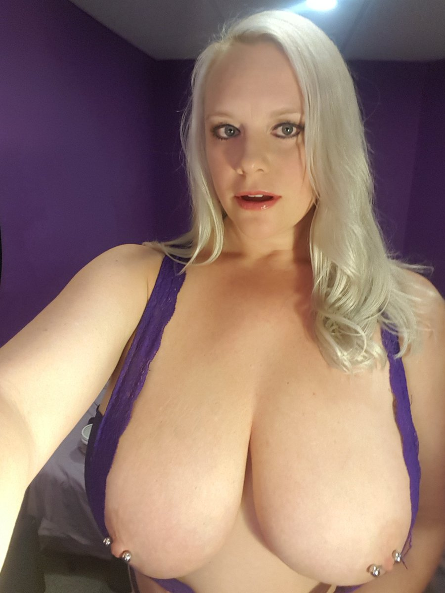 LIVE NOW Feeling Frisky this Friday, cum play with me! R6tehyCdkn #SquirtNetwork