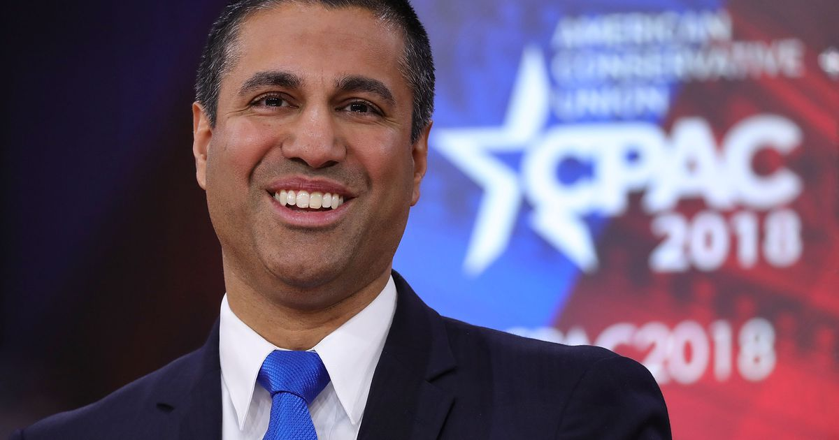 FCC chairman who killed net neutrality given gun and award from NRA https://t.co/TLqBloHbUX https://t.co/vXqzGthD9i