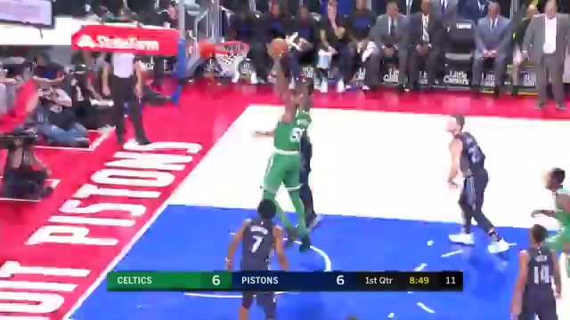 Andre Drummond gets it done on both ends!  @DetroitPistons are on an 8-0 run in Q1.  #DetroitBasketball https://t.co/QXDUeeySyL