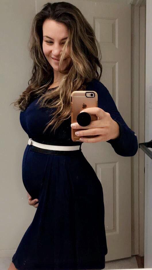 Sharing my first #BabyBump pic ???????????? https://t.co/TfS1s19rxo
