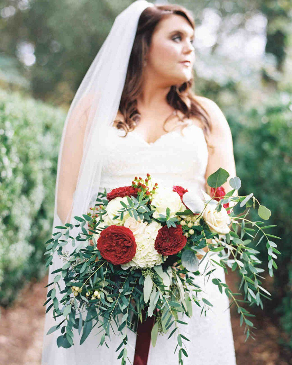 25 Wedding Bouquets with Berries https://t.co/Ge1GNhn30a https://t.co/oD0GHGKrMs
