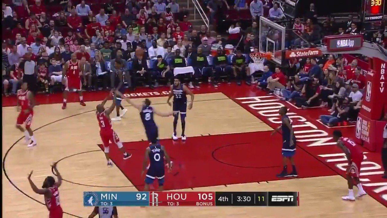 �� CP3 with the video game handles! ��  #Rockets 109 / #AllEyesNorth 95 with 2:59 left to play  ��: @ESPNNBA https://t.co/IODcpLPOFV