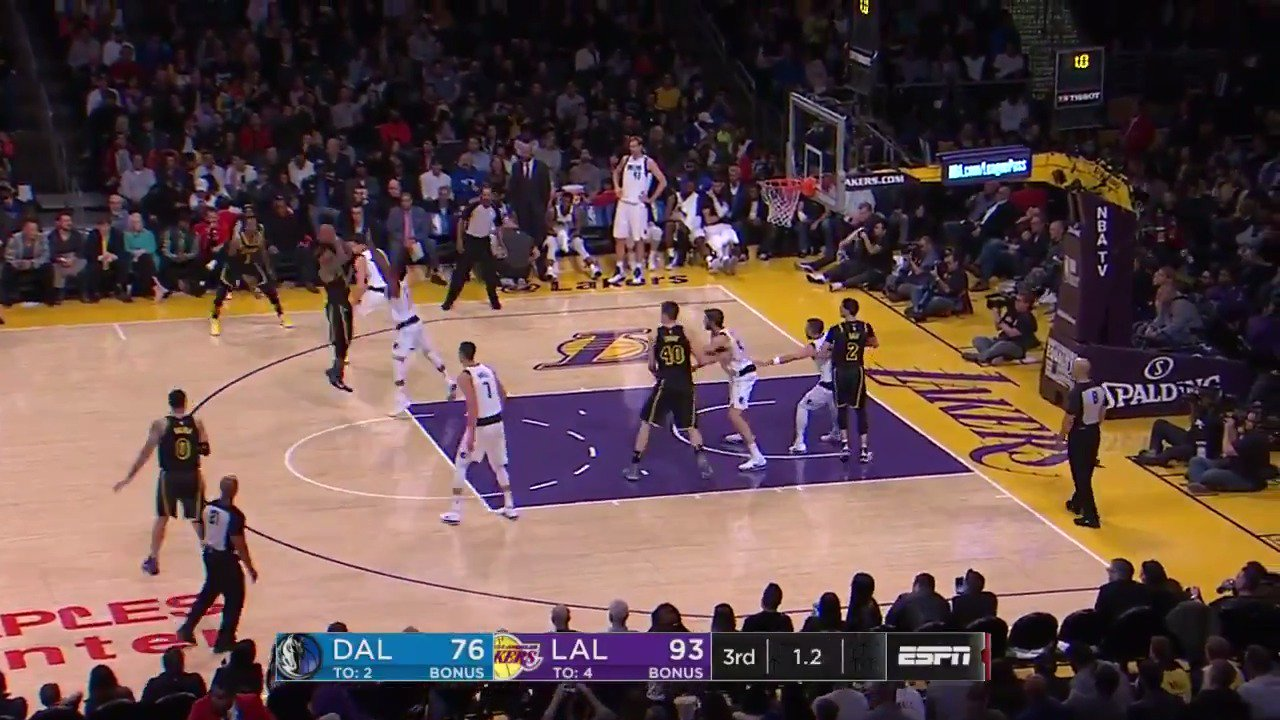 Isaiah Thomas beats the buzzer in style to end the 3rd quarter! #LakeShow   @Lakers 95 / @dallasmavs 76  ��: @ESPNNBA https://t.co/ynvocVgeHQ