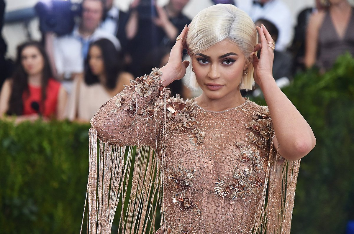 Snapchat lost HOW much money from Kylie Jenner's tweet? https://t.co/b25WLuxABw https://t.co/ck3yYWNA46