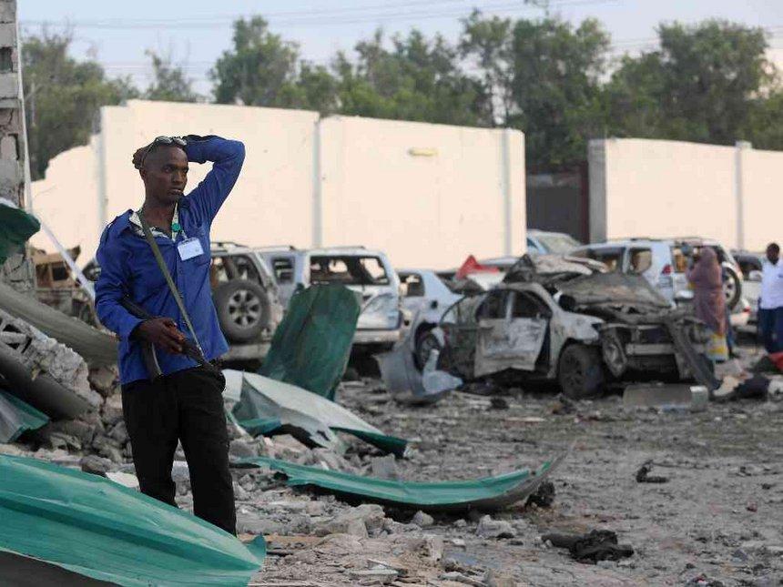 18 killed in twin Mogadishu car bombs, five al Shabaab shot dead