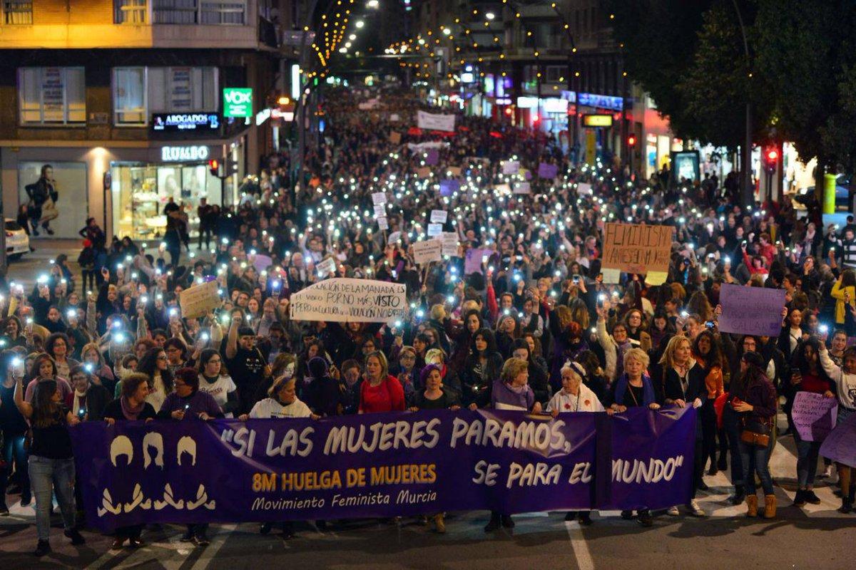 #8MarzoHuelgaFeminista  Impresionante la manifestación de Murcia. Orgullosa de mi ciudad https://t.co/UsSjJoOJf8