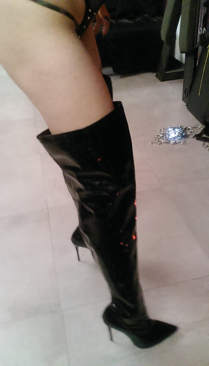 My New boots!#Shoes #fetish #footfetish #bootsworship #femalesupremacy dgHvPlZssq