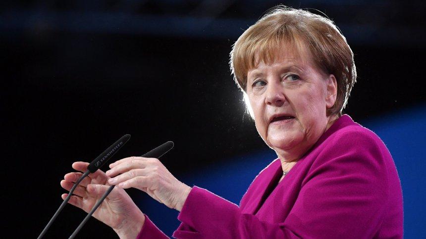 """Angela Merkel spricht von """"ernster Situation"""" durch Strafzölle"""
