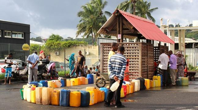 A Mayotte, la crainte d'une catastrophe sanitaire augmente sur une île paralysée