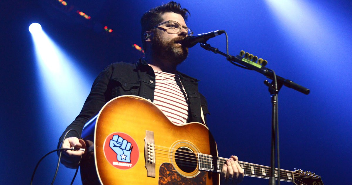 Hear the Decemberists blend simple folk and synth-heavy art-rock on 'Once in My Life' https://t.co/X3ztmoCWhE https://t.co/p9Jn5jogFB