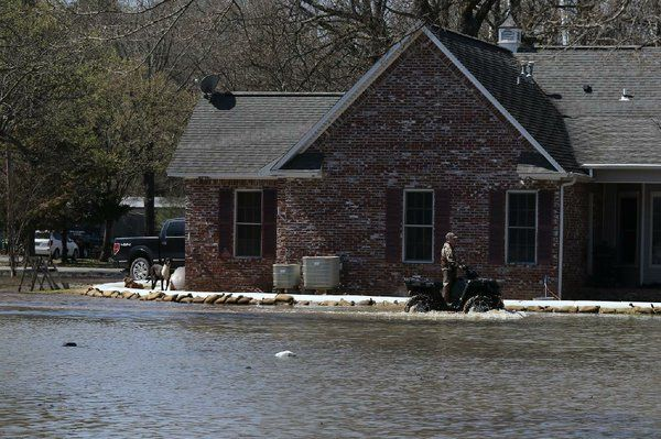 PHOTOS: Sandbags airdropped on levee gap in central Arkansas