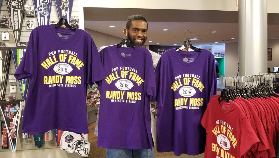Home Sweet Home.  @RandyMoss is spending time at the @ProFootballHOF this week.  ��: https://t.co/fRcIKYNM7C https://t.co/OVT9E1OWSC