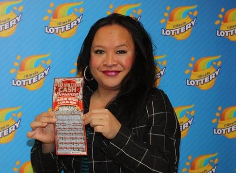 Chicago woman wins $1 million with scratch-off Illinois Lottery ticket