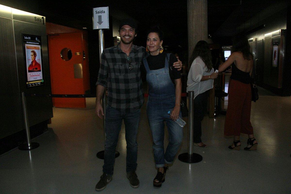 Emilio Dantas. Foto do site da Tititi que mostra Fabíula Nascimento prestigia o namorado Emílio Dantas em lançamento de filme
