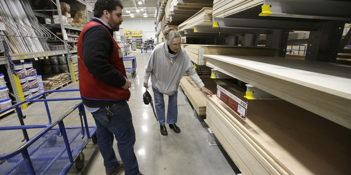 Consumer confidence rises to highest level since Feb.