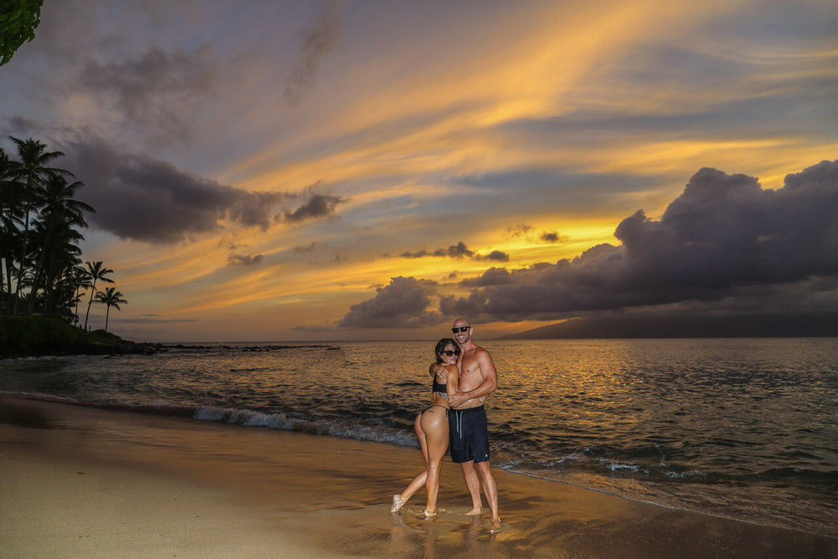 Throwback to our last sunset in Maui with my 😍🌺 21PFN4dlgU