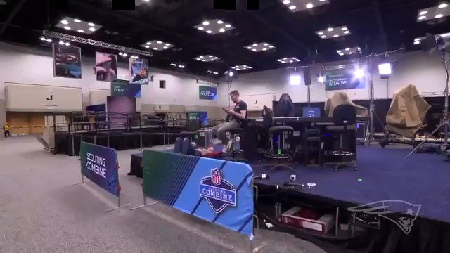 Welcome to the #NFLCombine! https://t.co/T75QVikUwL
