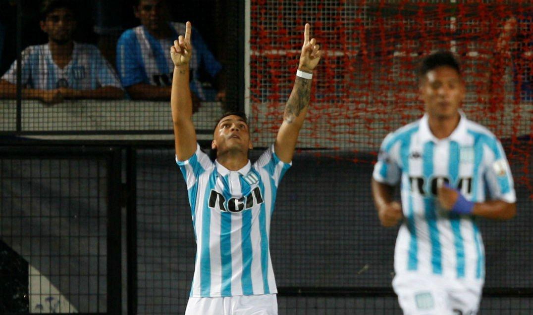 7eb929e1101 Gol do Racing! Lautaro Martínez faz seu terceiro no jogo e amplia a  vantagem diante