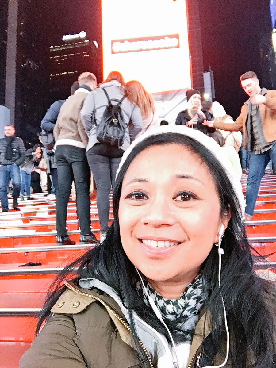 I'm in NY. Times Square, red stairs. NQHL0TFRiW