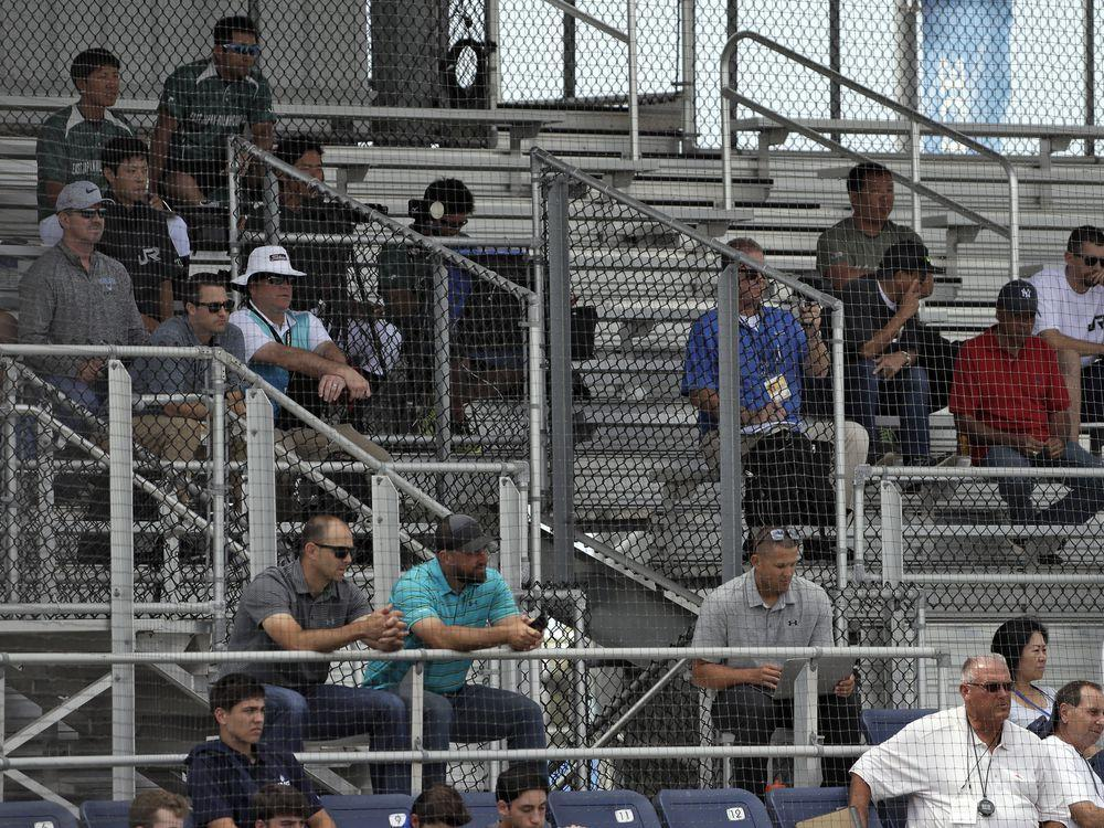 Sign me: MLB free agents play Japanese amateurs in exhibition