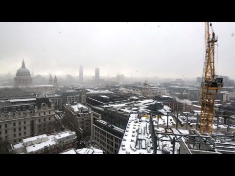 Timelapse: Snow storm sweeps over London