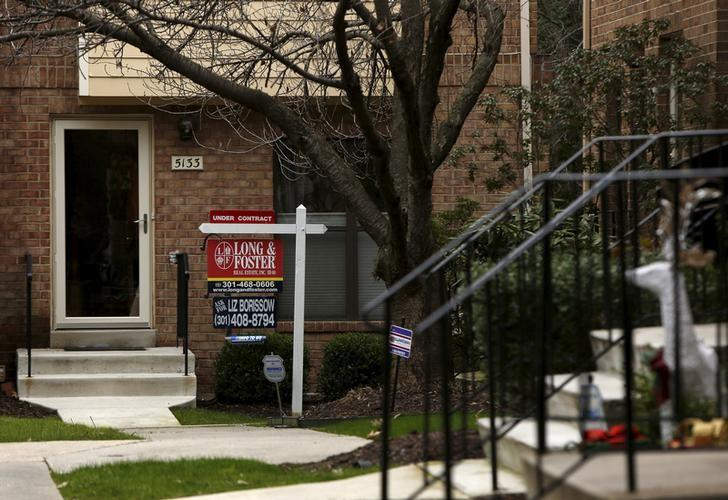 U.S. pending home sales slide 4.7 percent in January