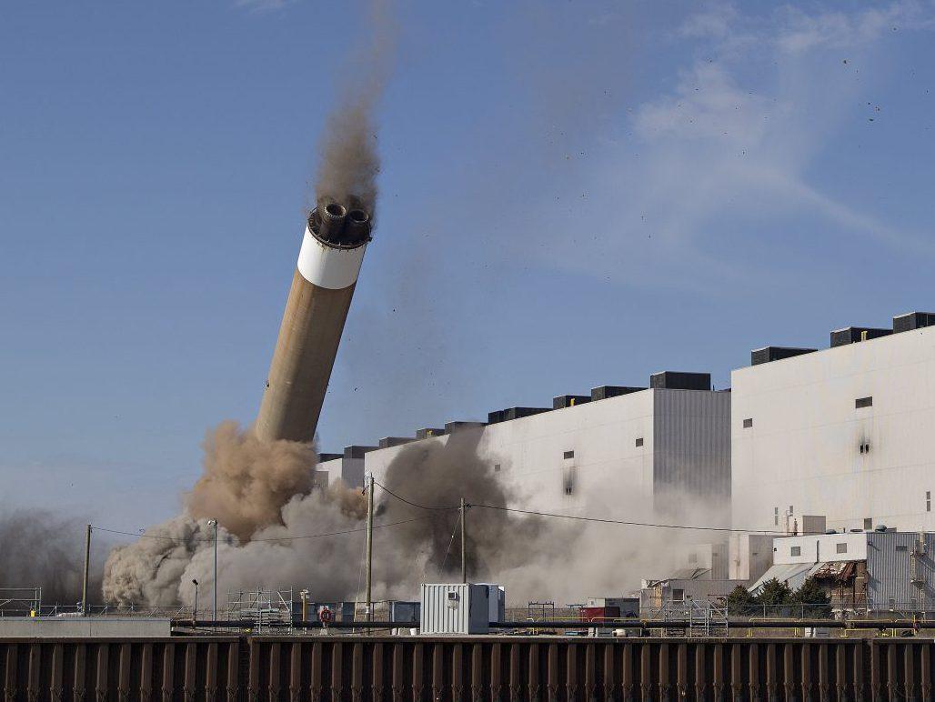 Nanticoke coal power station's smokestacks demolished