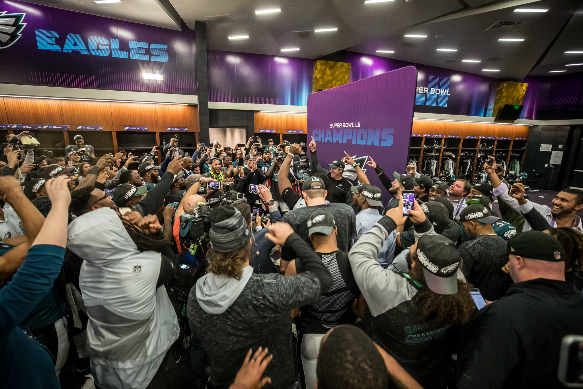.@EaglesInsider took a one-day trip to the #NFLCombine today.  Here's what he learned: https://t.co/v7AHNWXI1y https://t.co/TJBbzvV2Zb