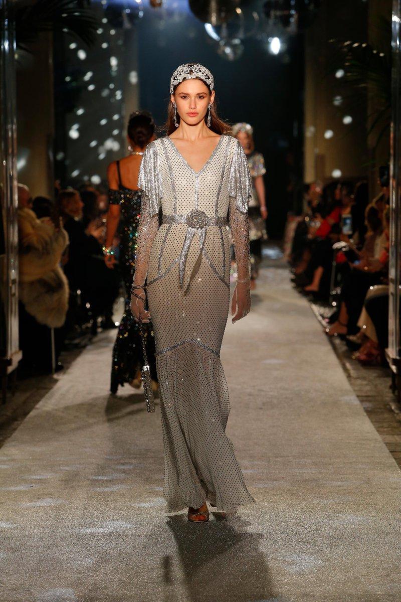 Santa Banta - model Dress falls off fashion show