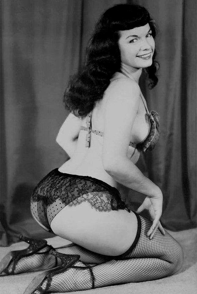 Good morning, Bettie babes & beaus! 😍💐 #BettiePage #pinup #vintage #lingerie T17Aw7oYm8