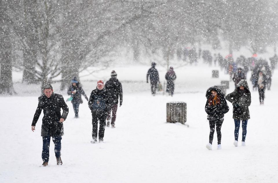 iPhone weather app 'hasn't got a clue', say snowed-in users