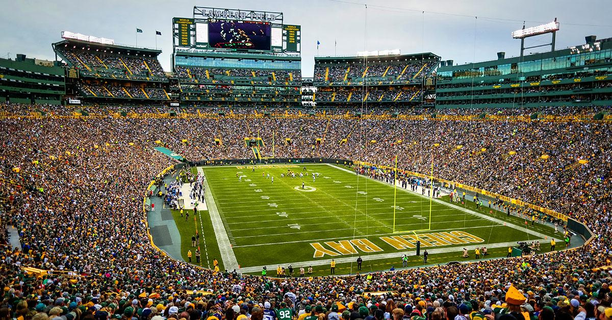 #Packers set ticket prices for 2018 season  ��: https://t.co/1moqZaB1l8 https://t.co/q2tkHZq5l7