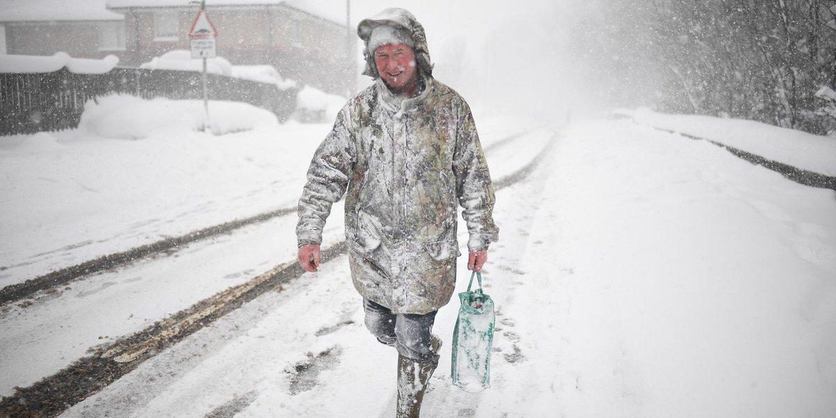 Snow, winds paralyze European airports, claim lives