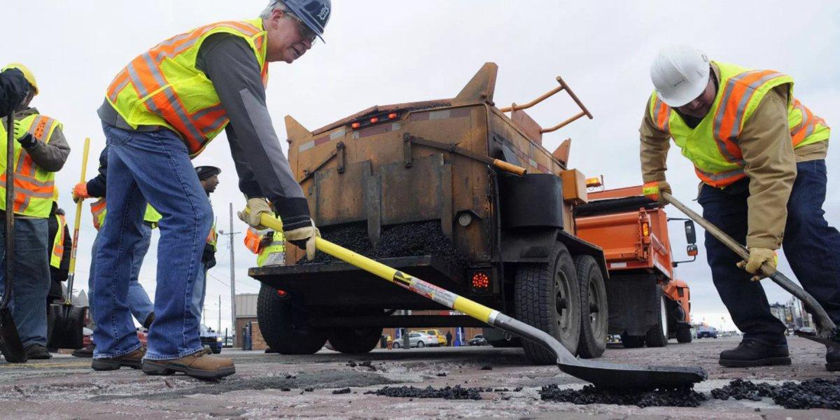 Dems: It's 'raining concrete' on Michigan roads