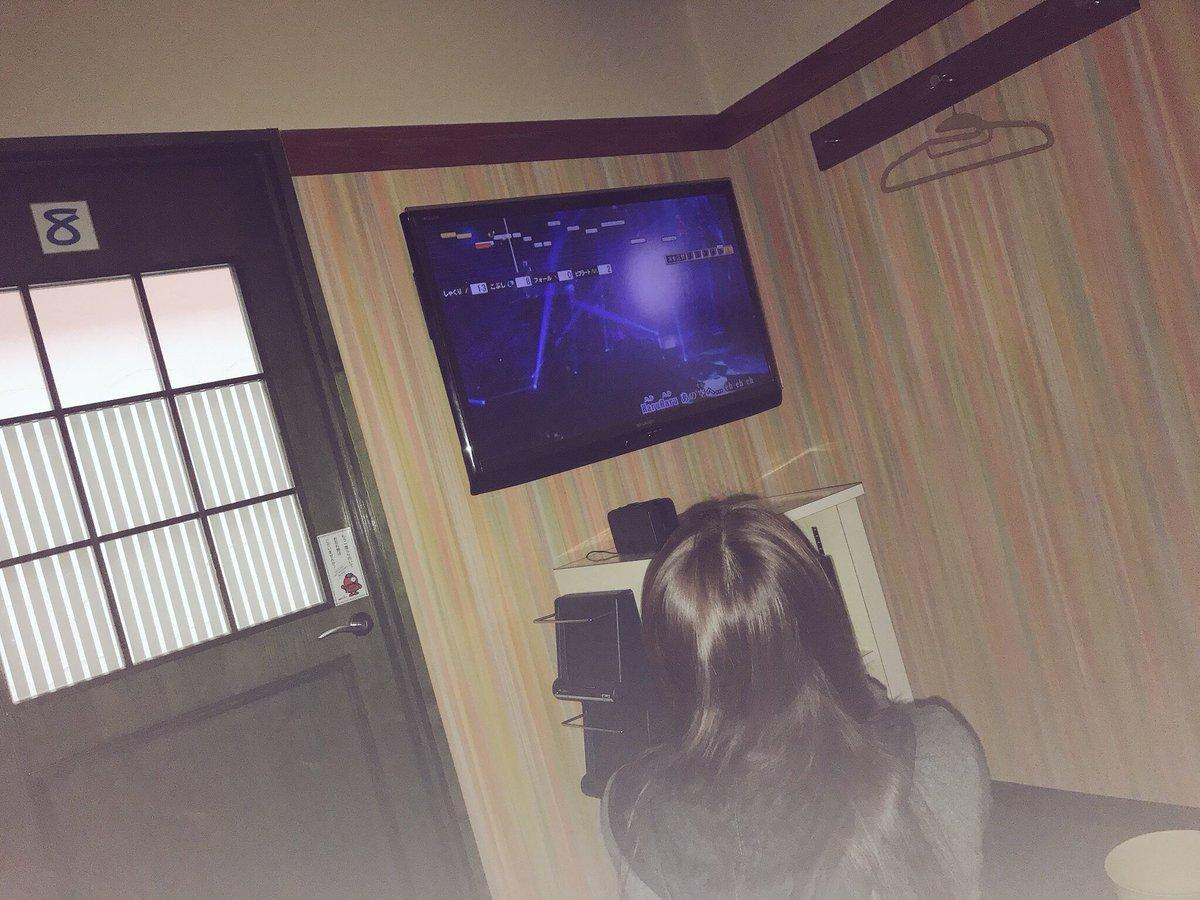 RT @naachyo320: フルすっぴん…🤪💦 札を酒に変える金曜日の夜⋆*ೄ 1週間ぶりの友達!最高!!  懐かしい歌...