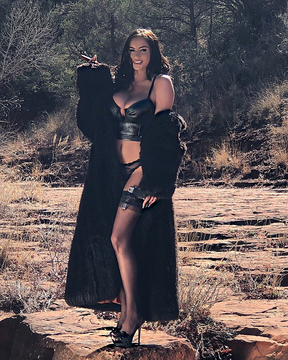 Sneak peak from my shoot today for my upcoming calendar #americansweetheart #sedona Z4H