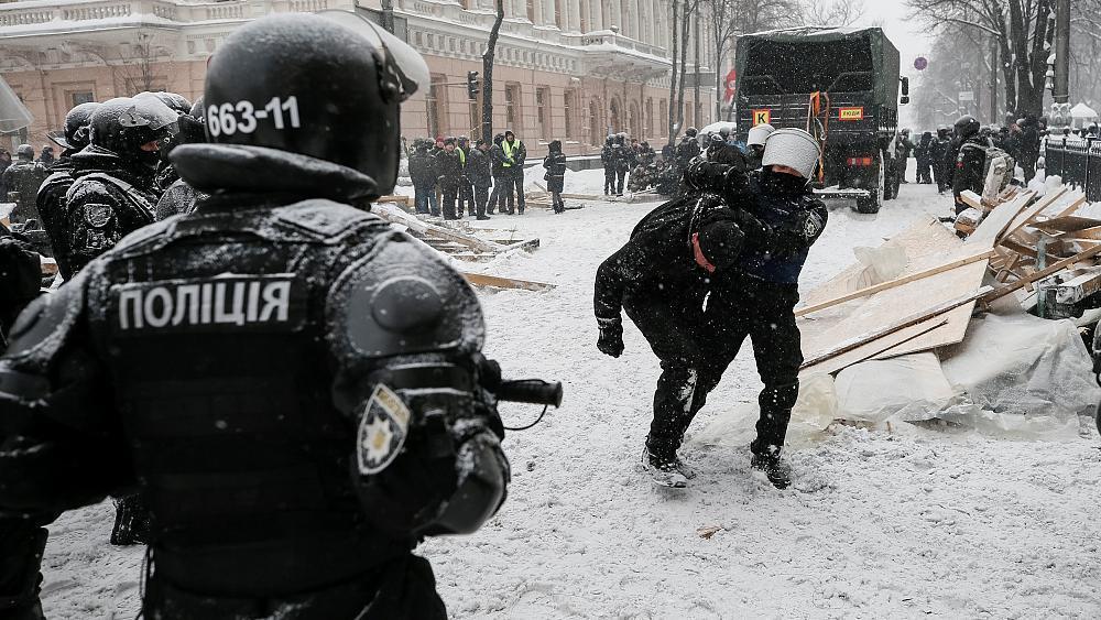 Ukraine : au moins 10 blessés lors d'affrontements entre policiers et manifestants