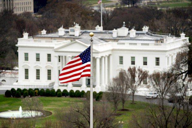 Man shoots himself to death near White House, authorities say