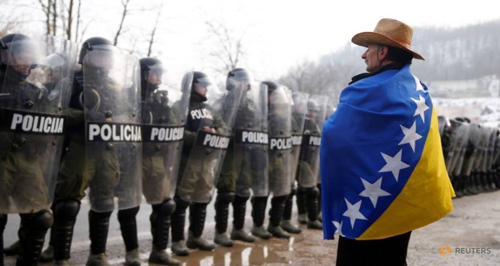 Bosnia police, protesting war veterans in standoff after clash