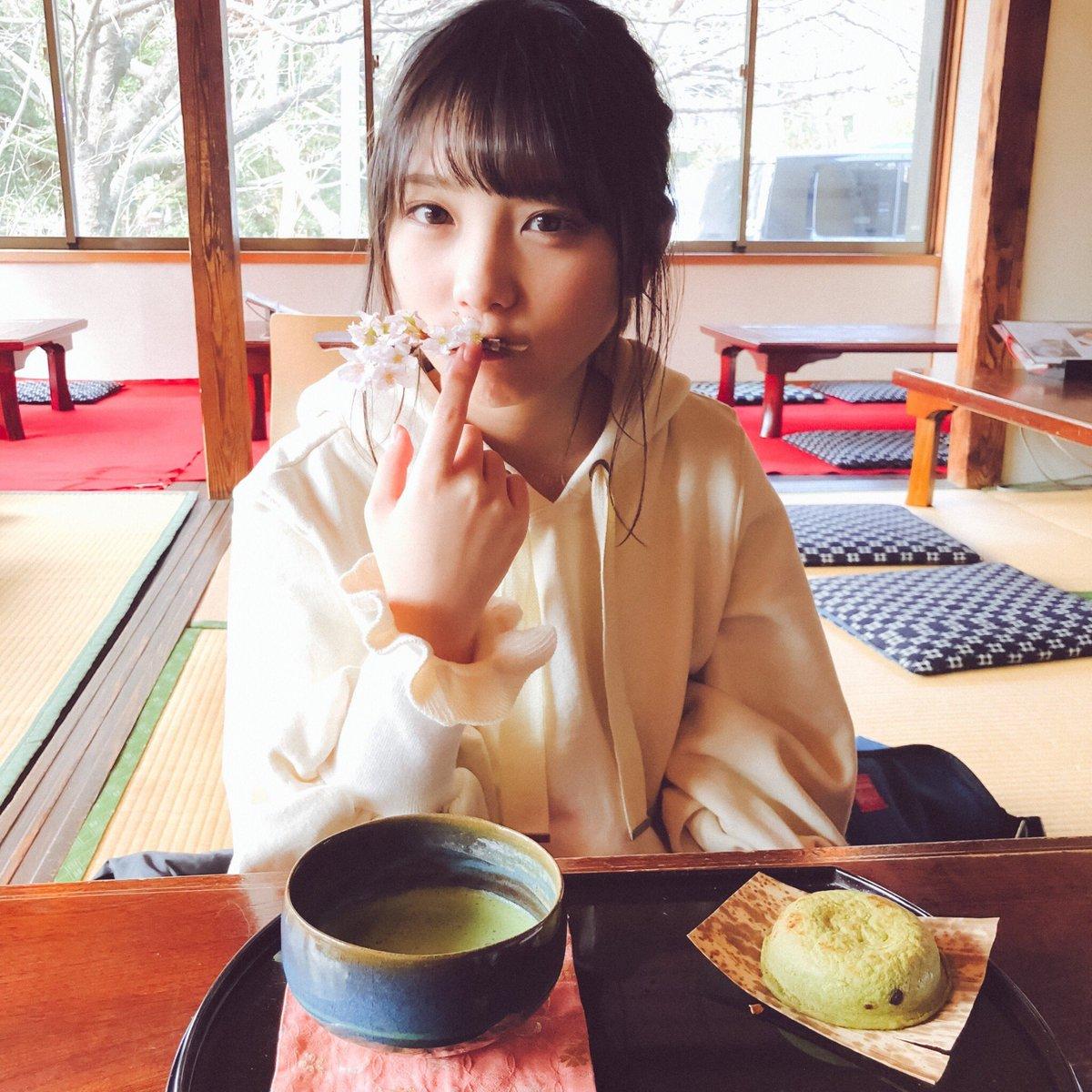 おなかすいたね! カフェ行かん? ここの岩井餅と抹茶のセット、すごく美味しいんよ😋 桜も食べらる…かな? ...