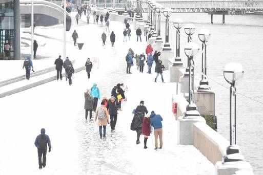 Hero surgeon treks for three hours through snow to help patient
