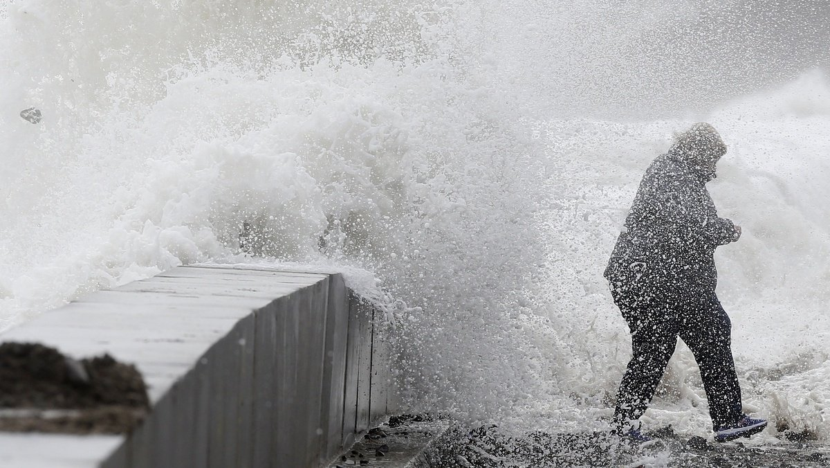Power outages, flooding linger following powerful nor'easter