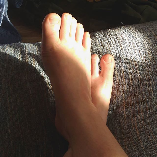 Sum sunshine on my #feet and #hairylegs 😊 hrVVMq4n4G