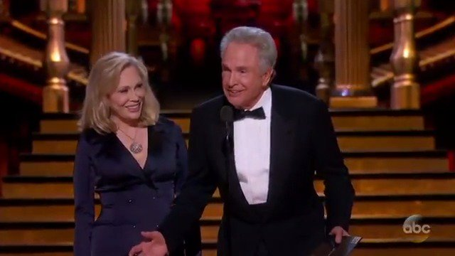 Oscars: Warren Beatty & Faye Dunaway reference envelopegate while -presenting Best Picture