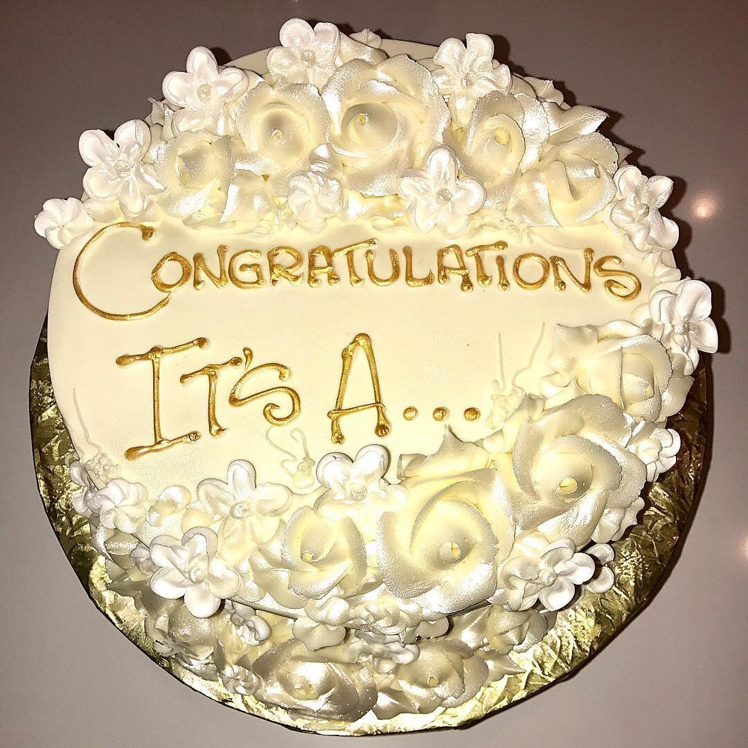 How cute is Kylie for getting me this cake?!?! Watch the KUWTK season finale to find out what's inside... https://t.co/mvTafVmvZ8